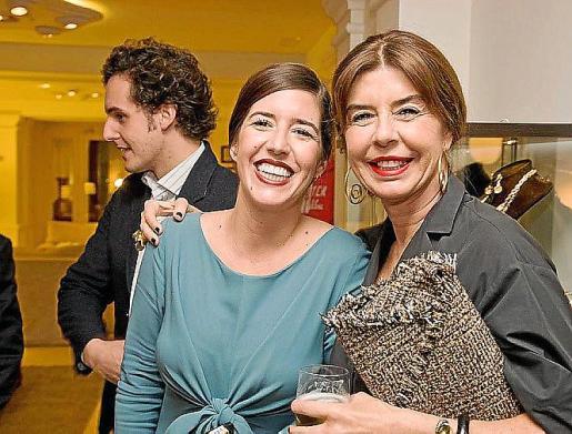 Sandra Garau Gutiérrez y Sandra Gutiérrez Mignoni, hija y esposa del consejero delegado de Illa d'Or Pedro Garau.