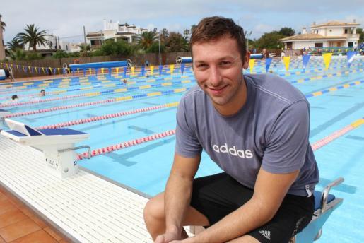 El campeón olímpico de natación Ian Thorpe, durante su visita en 2012 a la Colònia de Sant Jordi, donde estuvo entrenando.
