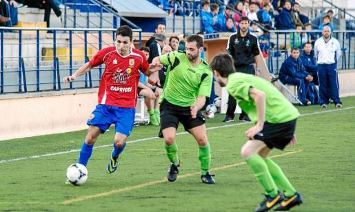 Un instante del choque disputado en la primera jornada de la Preferente con resultado de 0-0 en Portmany y Puig d'en Valls.