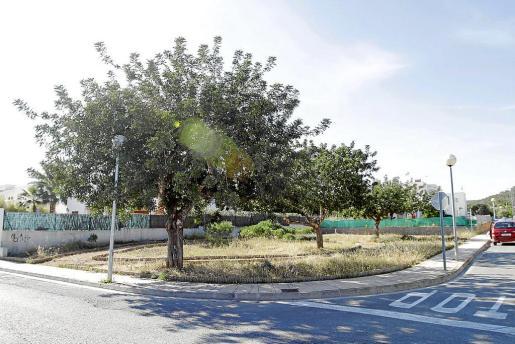 El solar donde se construirá el centro social está ubicado en la esquina de las calles Pica-Soques y des Damians, en sa Carroca.