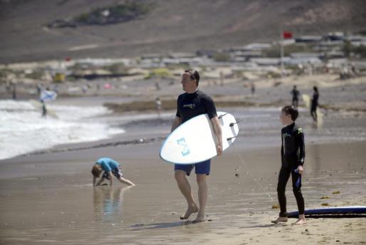 El primer ministro británico, David Cameron, y su familia pasan sus vacaciones de Semana Satna en Lanzarote.