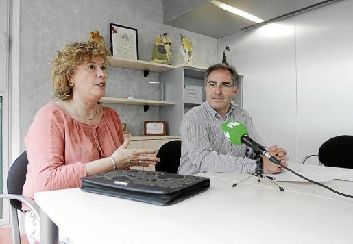 La delegada de Educació, Belén Torres, y el director del Conservatori, Jaume Manuel Ribas.