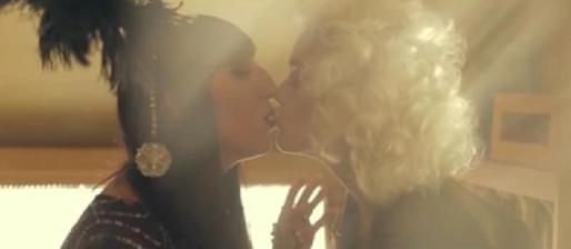 Fotograma del clip 'Snake', de la cantante Vinila Von Bismark