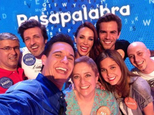Paz Herrera celebra junto al presentador Christian Gálvez y el resto de invitados al programa su victoria en Pasapalabra.