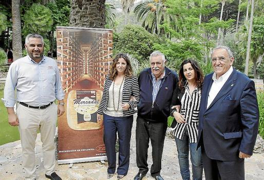 Toni Mercadal, Margaret Mercadal, Pere A. Serra, Àgueda Mercadal y Pedro Mercadal, en la velada gastronómica en Jardines de Alfàbia.