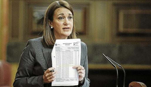 La portavoz del PSOE, Soraya Rodríguez, ha amenazado con recurrir ante el Tribunal Constitucional un «engendro» legislativo de 172 páginas.