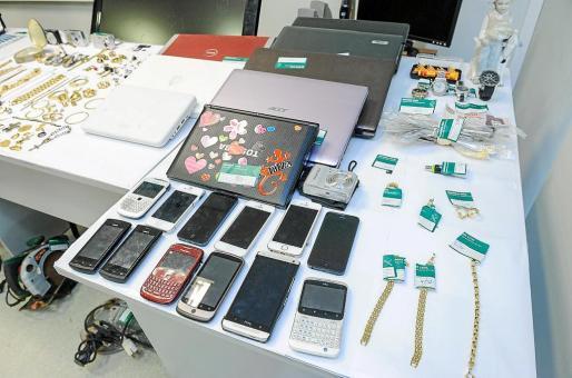 Una parte de la gran cantidad de objetos recuperados por la Policía Judicial de la Guardia Civil.