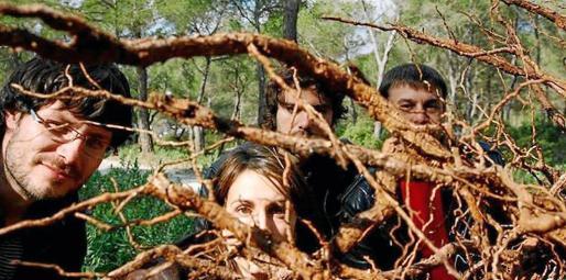 La banda compuesta por Christian Roig, Nathalie Roig, Miquel Roig y Joan Corda nació en Sant Josep en el año 2008.