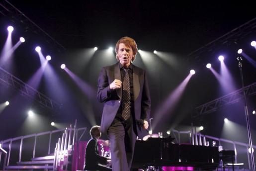 Raphael durante un concierto en el Auditórium de Palma.