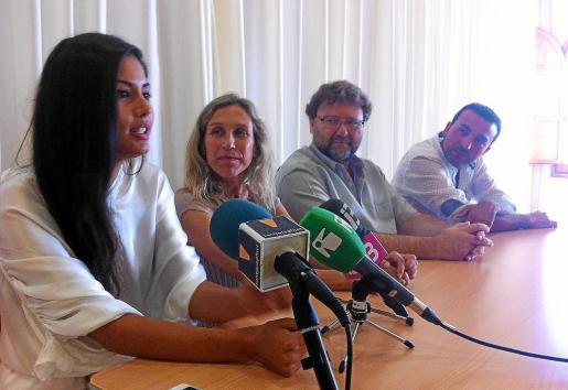 Patricia Yurena durante la rueda de prensa de ayer junto a Carmen Ferrer, Vicent Torres y Chris Martos.