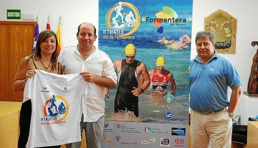 Sol Méndez, Sergio Jiménez y Manuel Hernández, ayer durante la presentación del evento en el Consell de Formentera.