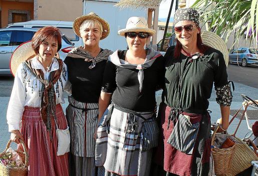 Pilar Castillo, Magdalena Moyà, Margalida Moreno y Cati Vallès.