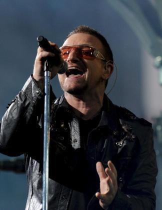 Fotografía de archivo tomada el 18/07/2009 en Berlín (Alemania), del cantante del grupo irlandés U2, Bono.