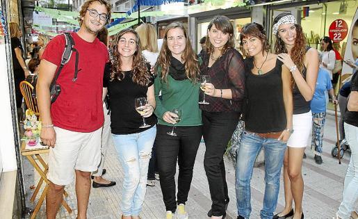 Josep Galán, Marta Crespí, Clara Bibiloni, Emma Cerdà, Regina Sbert y Marina Oliver.