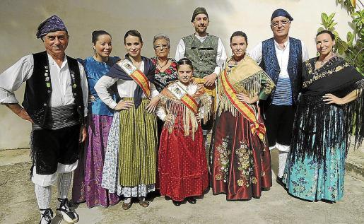 Fernando Garrido, Patricia Garrido, Elena Mir, Aurelia Azagra, Elena Muñoz, Toni Domínguez, Marina Marzo, el presidente del centro, José Manuel del Pozo; y Ana Soto.