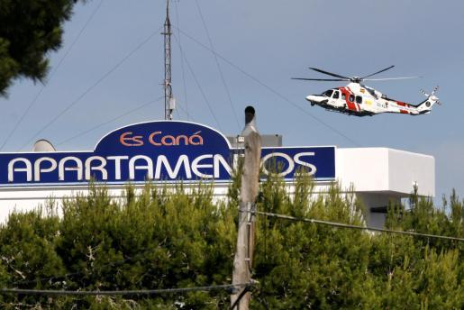 Un helicóptero sobrevuela la zona en la que se dio por desparecido al hombre.