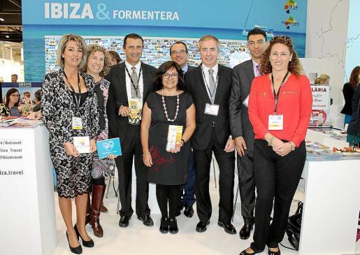 Vicent Serra, con los representantes de Sant Antoni.