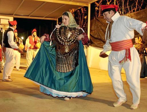 Imagen de archivo de 'ball pagès' en las fiestas de Forada.