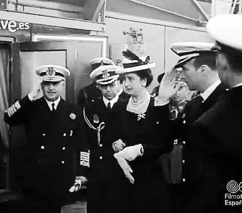 El entonces jefe del Estado español, Francisco Franco, acudió a todos los actos oficiales que vivió durante su visita a Mallorca junto a su mujer, Carmen Polo de Franco, que fue agasajada en varias ocasiones por los residentes.