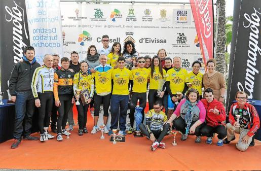 Tras la tercera y última etapa, celebrada ayer, los ciclistas disfrutaron de una comida. Tras ella, se procedió a la entrega de trofeos.