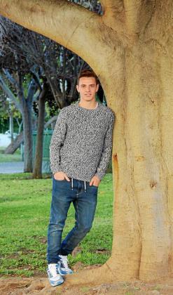 Jordi Tur, ayer junto a un árbol del Parque de la Paz, en Vila. g Foto: TOMÁS SÁNCHEZ