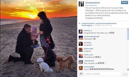 Alec Baldwin, su mujer Hilaria y su hija, anuncian en Twitter que esperan un nuevo miembre en la familia, una nueva hija.
