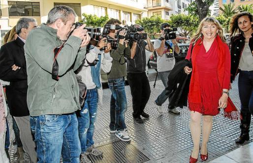 Sánchez-Jáuregui entrando a la sede del Partido Popular en pleno auge del caso de la publicidad institucional. g Foto: SERGIO G. CAÑIZARES