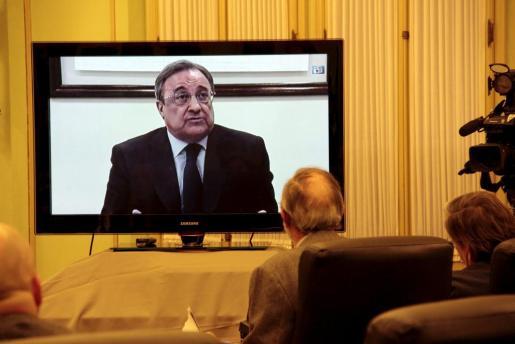 El empresario y presidente del Real Madrid Florentino Pérez ha prestado este jueves declaración durante la comisión de investigación de Son Espases.