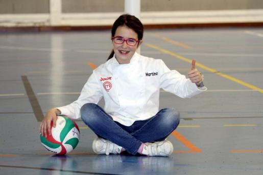 Martina Segura levanta el pulgar tras su éxito en MasterChef Junior 2.