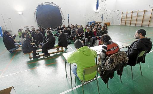 Un instante de la Assamblea de Docents de Eivissa celebrada ayer en el gimnasio del IES Algarb.