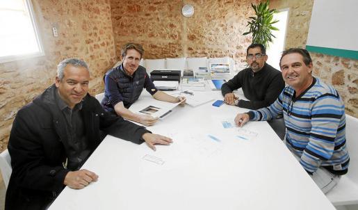 Los directores de los departamentos de Terravita, Francisco Varela, Jason Watson, Miguel A. Stirparo y Julian Watson.
