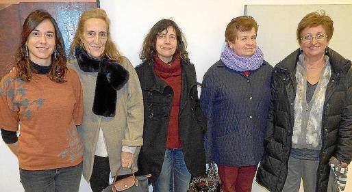 Antònia Mª Miró, Trinidad Morell, Maria Oliver, Bienvenida Jordán y Francisca Rosselló.