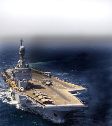 Imagen del portaaviones nuclear francés 'Charles de Gaulle',en las aguas del golfo Pérsico, que se suma al dispositivo del ataque de Francia contra el EI.