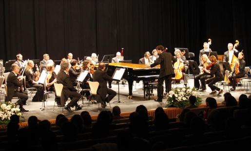 Magistral concierto de la Simfònica, con éxito de público, en su regreso a Eivissa para conmemorar el Dia de Balears.