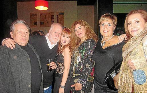 José Luis Ardura, Martín Garrido, Marta Ferrer, Sedi Behvarrad, Agustina Vallés y Ángeles García.