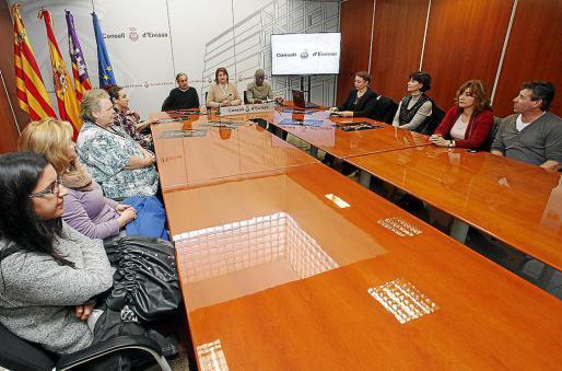 La presentación contó ayer con representantes de varias asociaciones y casas culturales.