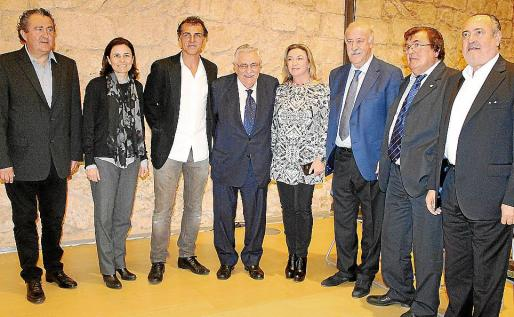 Ramon Servalls, Paula Serra, Miquel A. Nadal, Pere A. Serra, María José Hidalgo, Vicente del Bosque, Miquel Bestard y Jesús Boyero.