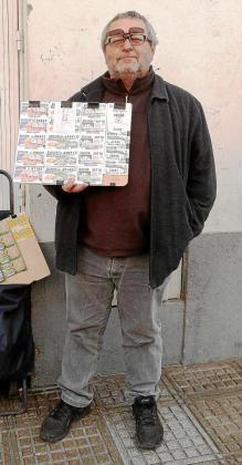 José Serra ayer por la mañana en su puesto junto al Eroski de Abad y Lasierra de Vila.