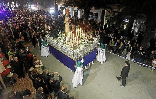 En Eivissa y Santa Eulària se vivieron momentos muy emotivos junto a las vírgenes de los Dolores y la Esperanza