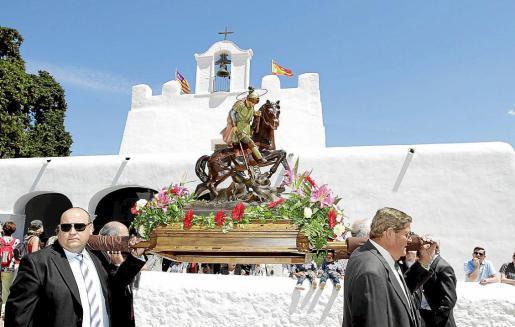 Sant Jordi vivió su día grande marcado por la afluencia de cientos de niños a las atracciones de la plaza. Foto: GERMAN G. LAMA
