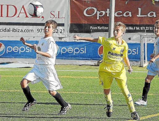 Un instante de la final alevín entre la Peña y el Villarreal de la Santa Eulalia Cup.