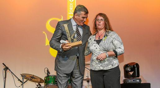 Adolfo Utor, presidente de Baleària, recibió ayer uno de los galardones. Foto: TONI ESCOBAR