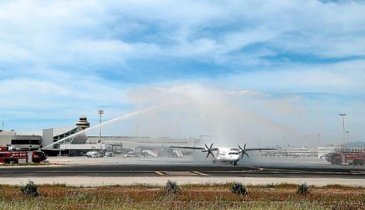 La foto del bautizo simbólico del avión de Air Europa interislas correspondió al que despegaba a mediodía de Palma rumbo a Eivissa. Foto: P. BOTA