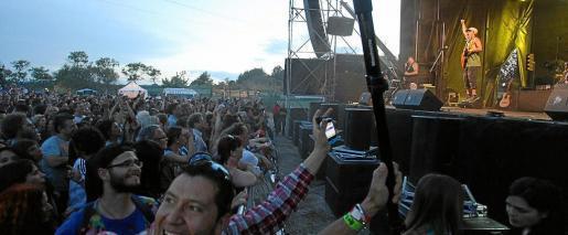 El concierto del cantante hispanofrancés duró unas dos horas. Foto: DANI ESPINOSA