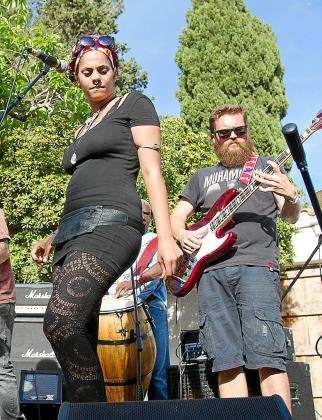 Imagen de uno de los momentos musicales que se vivieron ayer en Las Dalias.