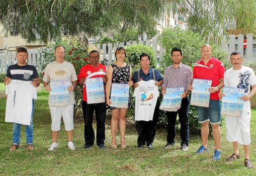 Organizadores, jugadores y representantes políticos, ayer, en la presentación del XXI Torneo Internacional Illa d'Eivissa.