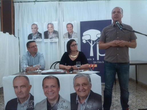 El candidato a la alcaldía de Sant Antoni por el PI-Eivissa, Juanjo Ferrer en un momento del mitin electoral que la formación celebró ayer noche en el hostal Tarba.