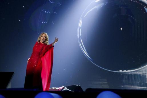 Fotografía facilitada por EUROVISION/EBU de la cantante madrileña Edurne, durante su primer ensayo.