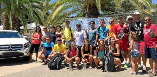 Sobre estas líneas, los finalistas del Torneo Terrenauto posan con sus correspondientes premios al término de la competición en el Ibiza Club de Campo.