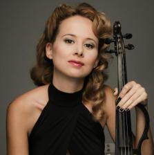 Belinda Álvarez actúa los viernes en Lío con Vintage de Sebastián Gamboa.